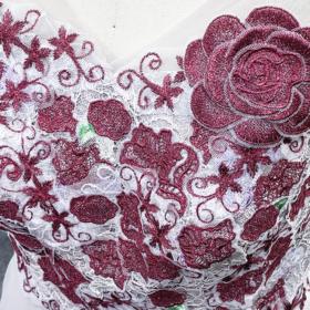 ドレス刺繍